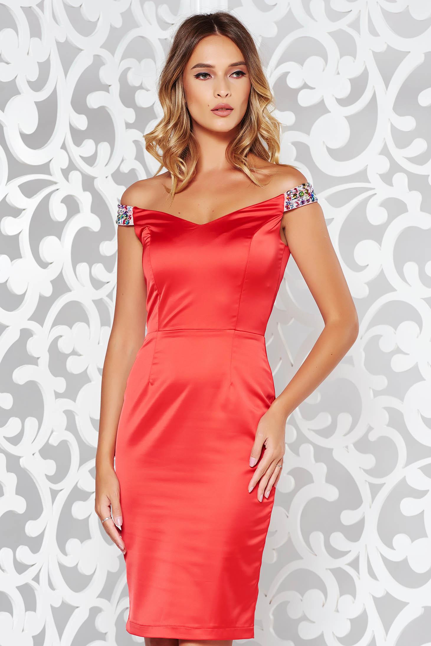 Piros StarShinerS alkalmi ceruza ruha váll nélküli szatén anyagból strassz  köves díszítés b145e67110