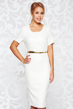 Nude elegant pencil dress accessorized with belt with rounded cleavage