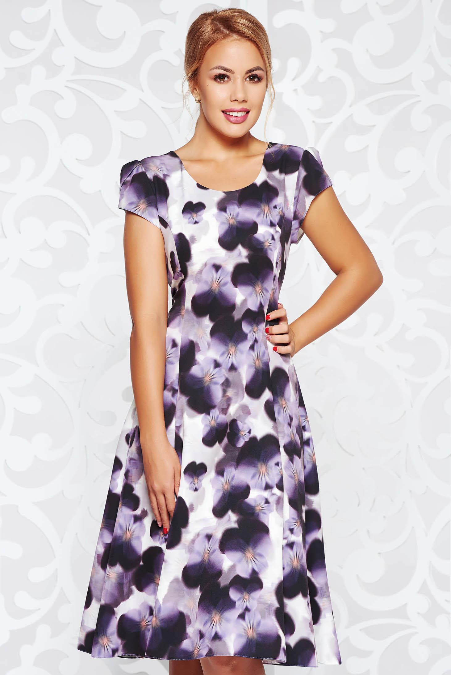 Rochie mov eleganta in clos din stofa subtire usor elastica cu imprimeuri florale
