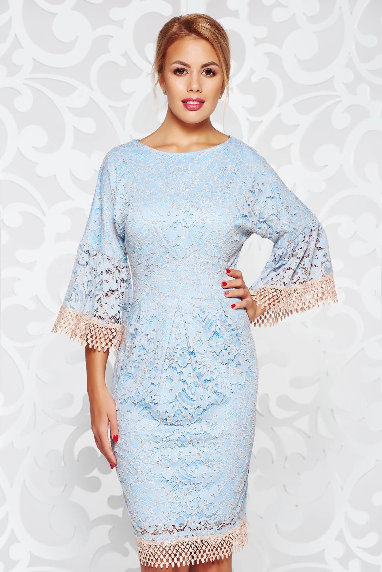 Rochie albastra-deschis eleganta tip creion din dantela captusita pe interior cu maneci clopot