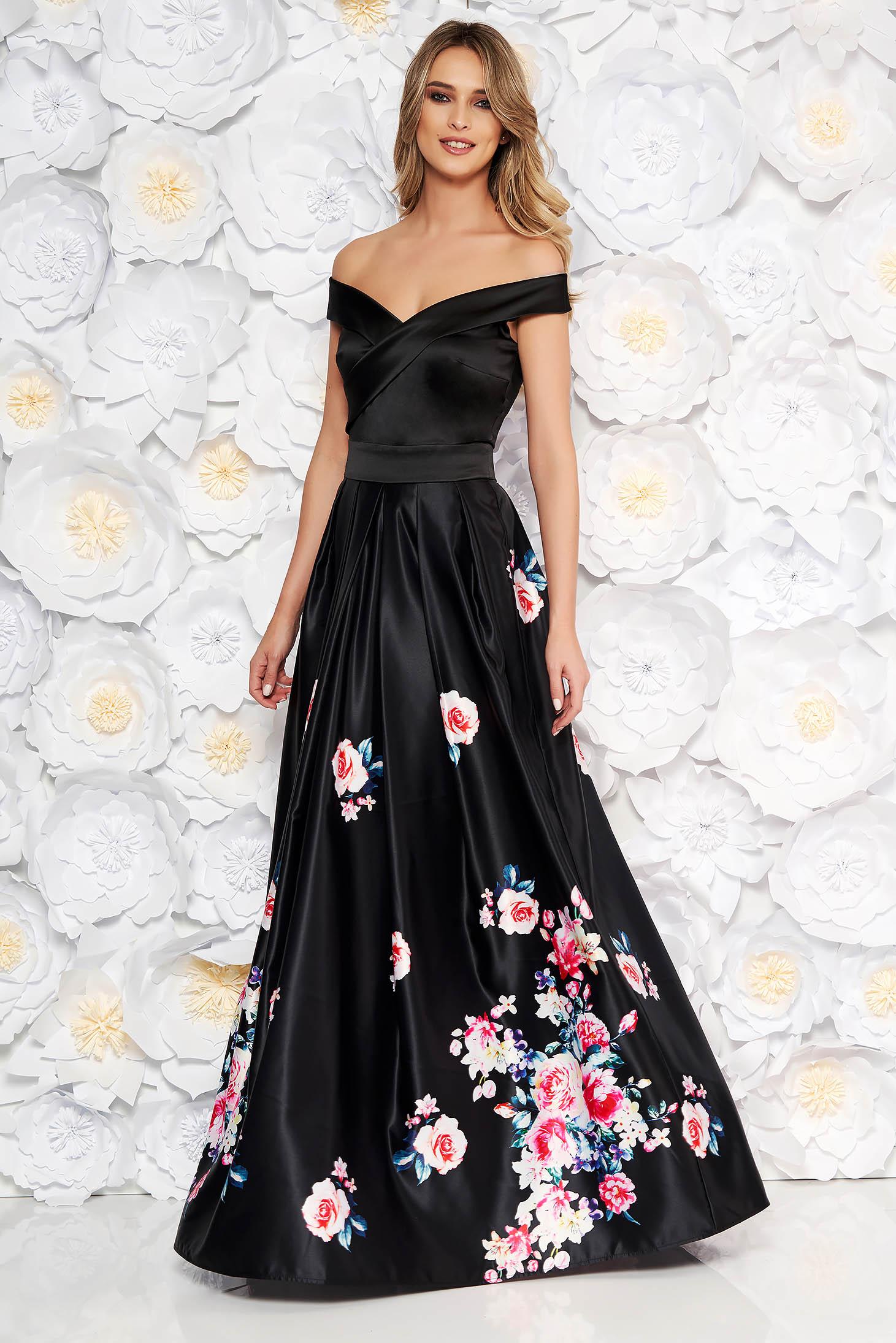Rochie neagra de ocazie in clos cu umeri goi din material satinat cu imprimeuri florale