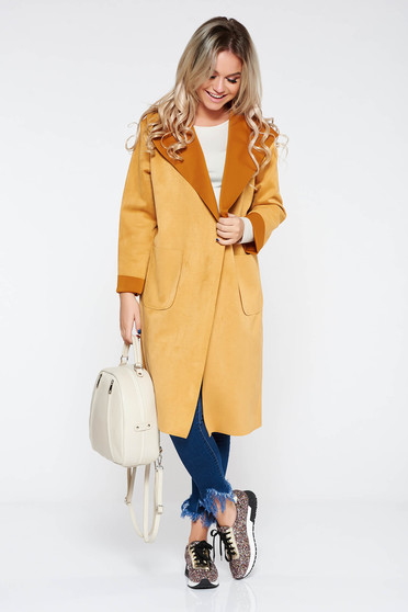 Mustard casual flared long trenchcoat from velvet fabric