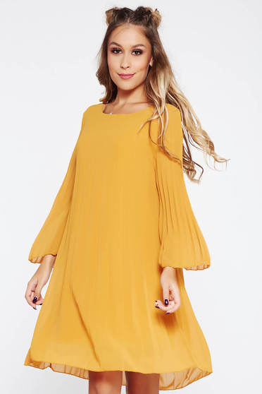 Daily folded up dress with easy cut transparent fabric mustard