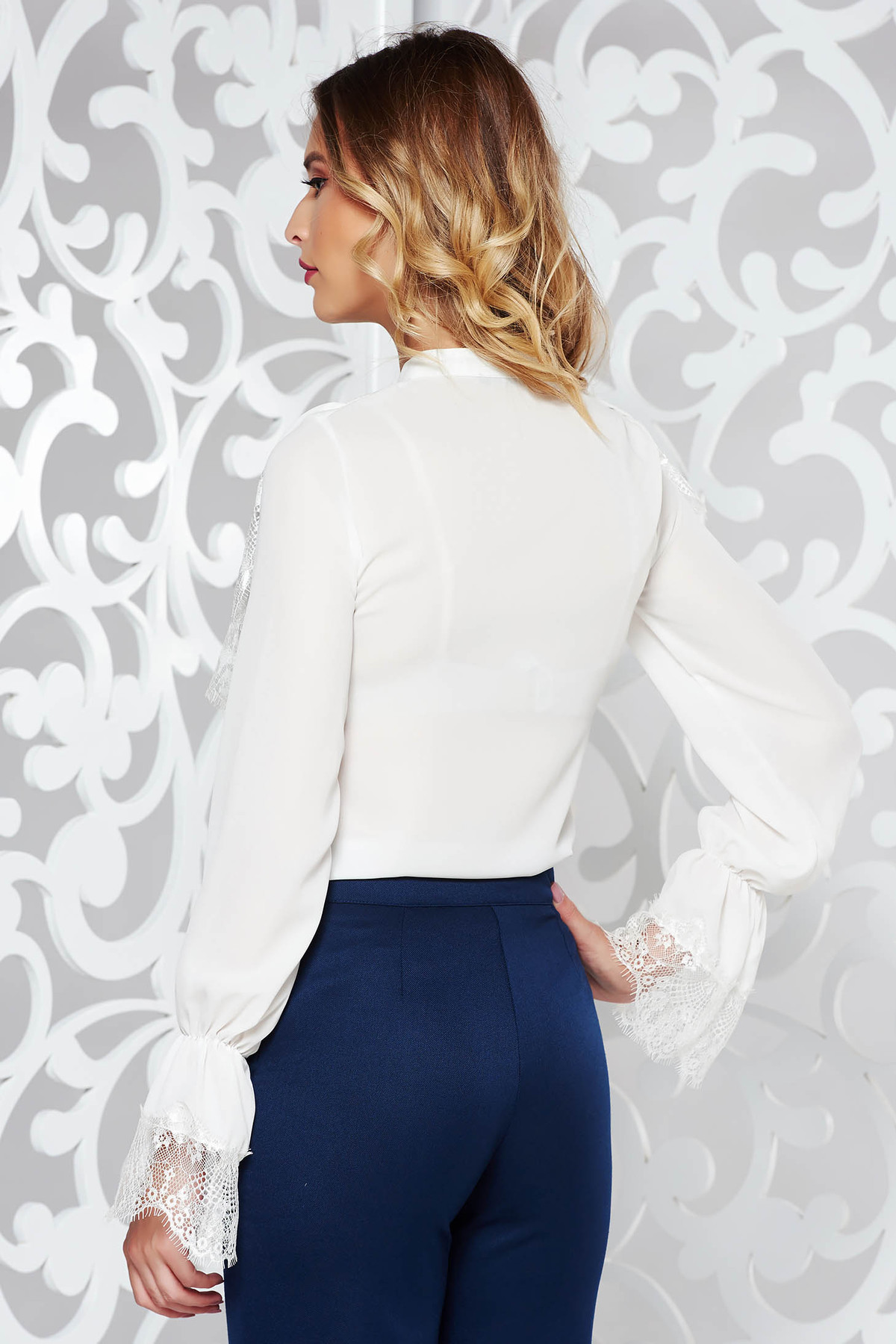 Camasa dama alba eleganta cu croi larg material subtire usor transparent cu volanase din dantela