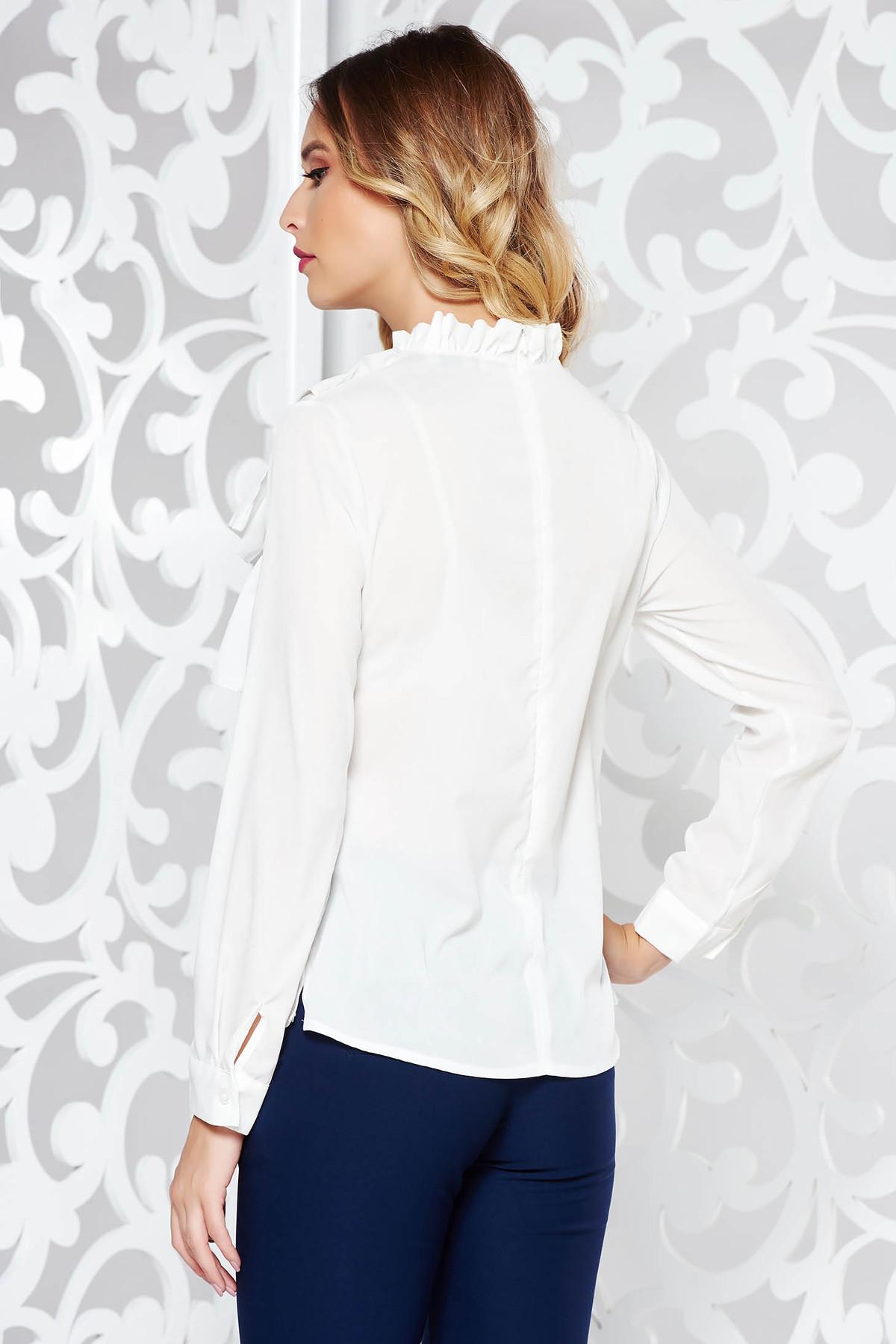 Camasa dama alba eleganta cu croi larg din material usor transparent cu volanase accesorizata cu brosa