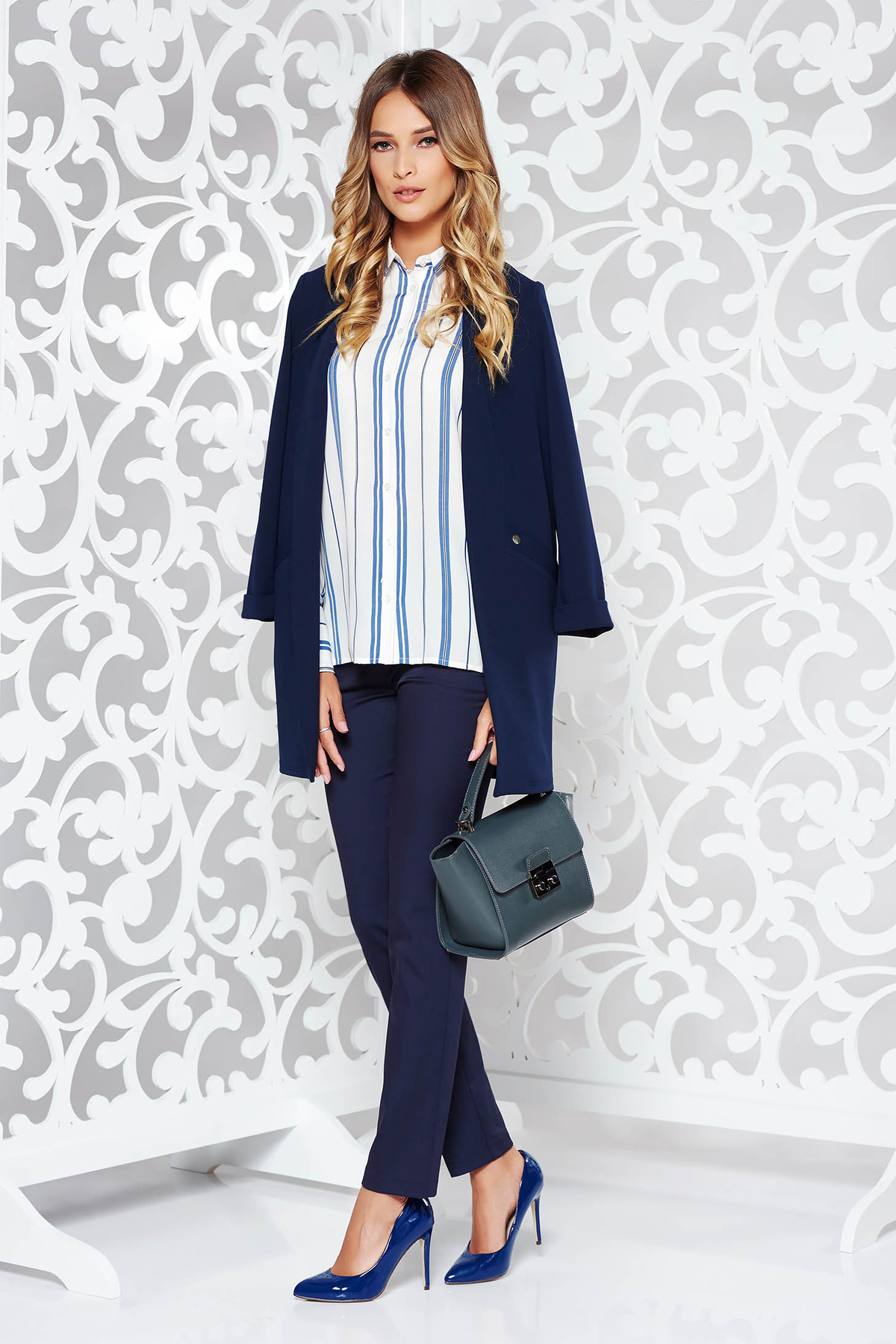 Camasa dama albastra office cu croi larg cu maneca lunga din voal cu dungi
