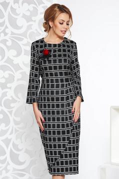 Midi pencil dress slightly elastic fabric plaid fabric black accessorized with breastpin