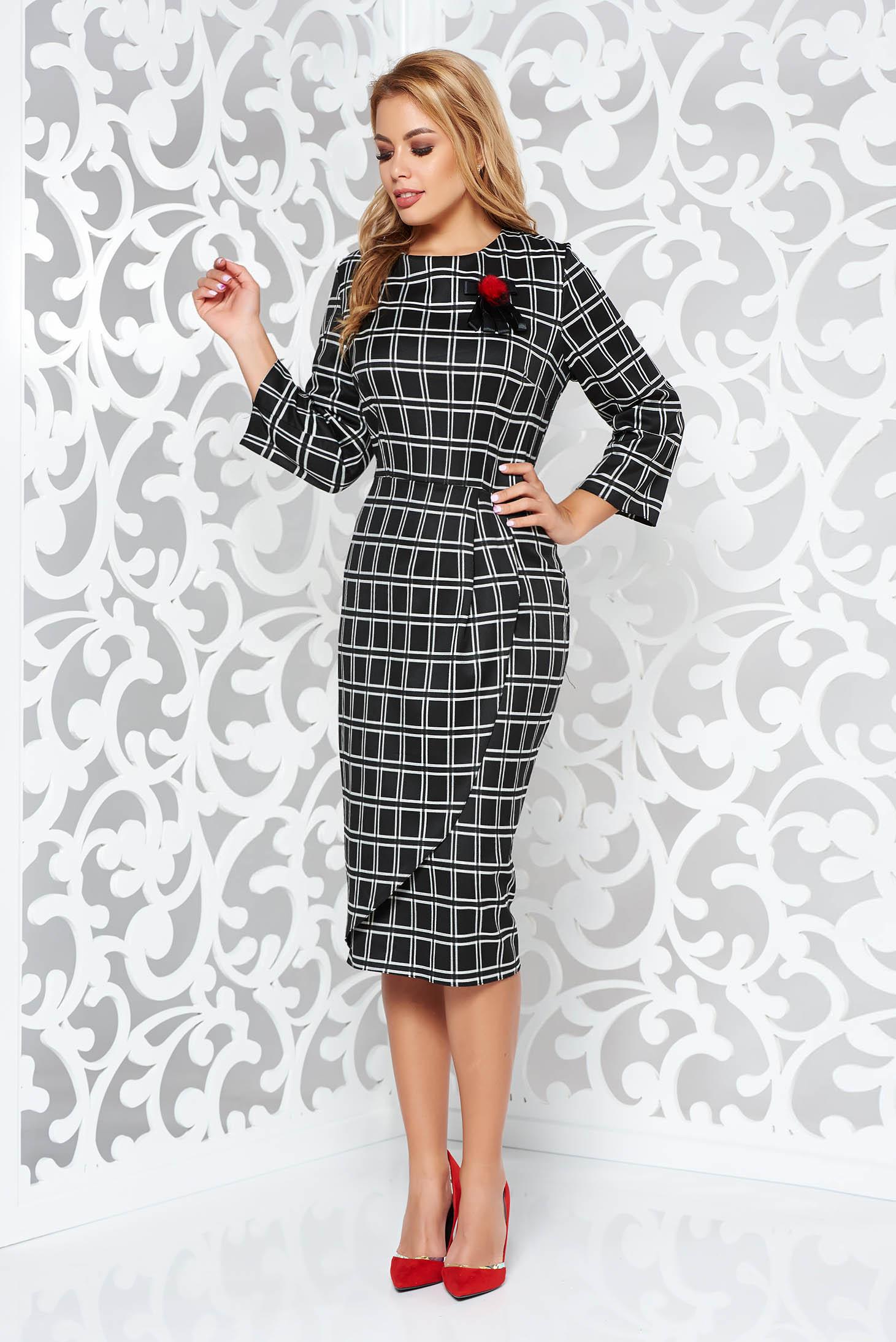 Rochie neagra midi tip creion din stofa usor elastica in carouri accesorizata cu brosa