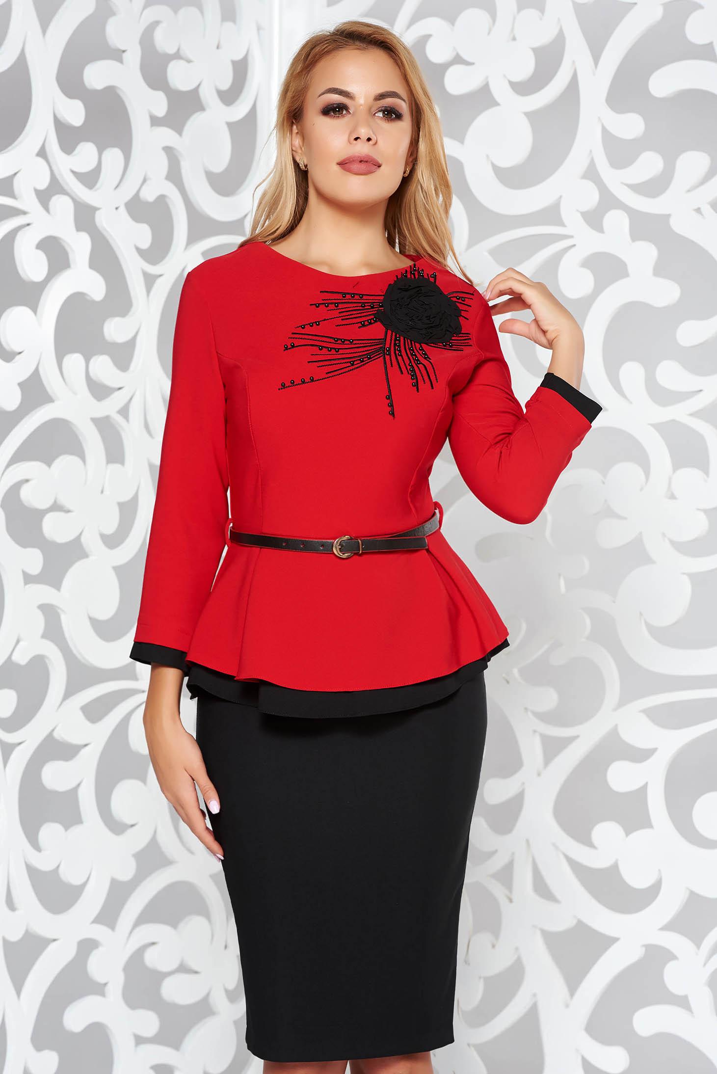 Piros elegáns két részes női kosztüm gyöngyös díszítés öv típusú  kiegészítővel szűk szabás e458db99f6