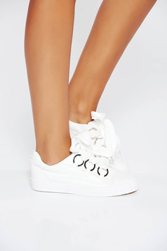 White casual sneakers low heel from ecological leather
