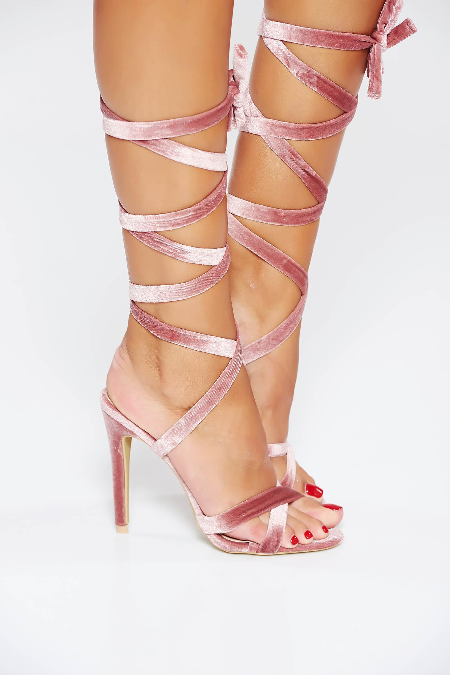 Sandale roz de ocazie cu barete subtiri