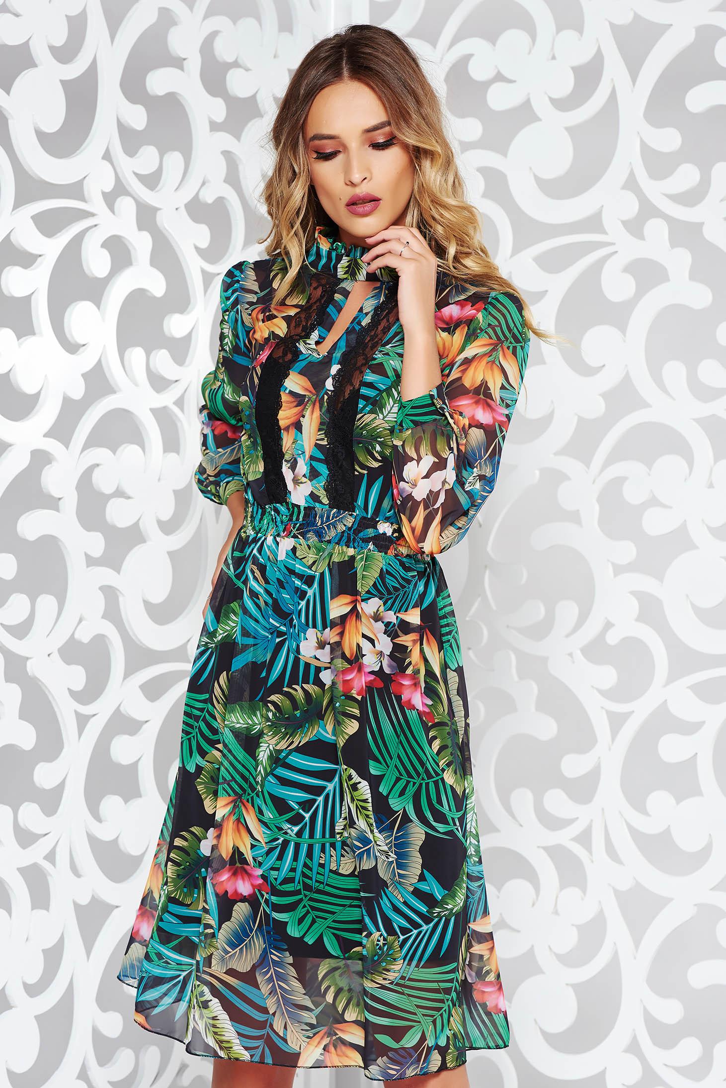 Zöld elegáns harang fátyol ruha virágmintás csipke díszítéssel