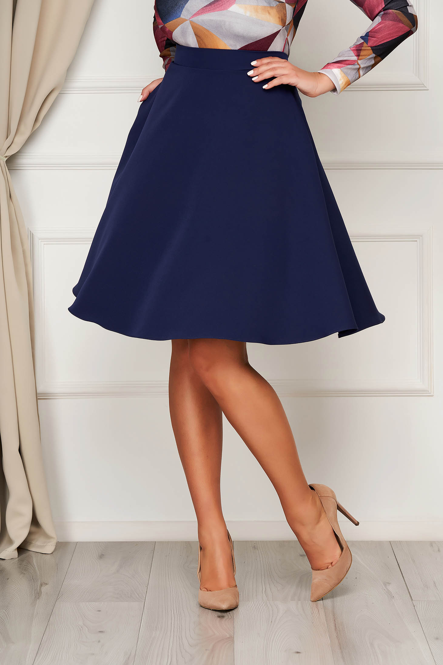 Fusta StarShinerS albastru-inchis midi eleganta in clos cu talie inalta cu buzunare fara captuseala