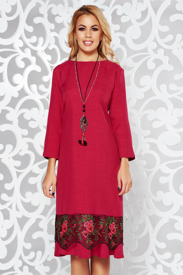 Fuchsia dress elegant flared slightly elastic fabric with lace details accessorized with chain
