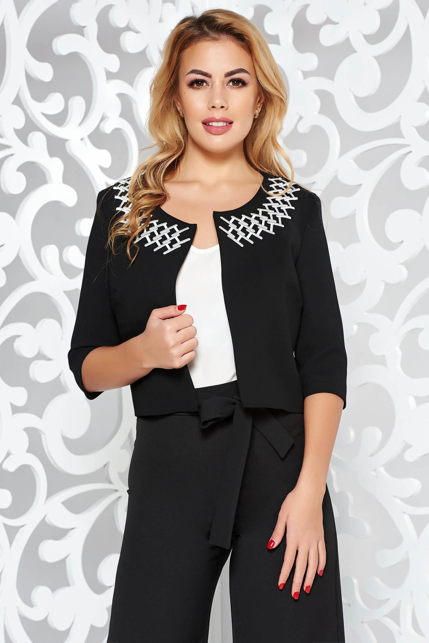 Blazer StarShinerS negru elegant tip bolero cu un croi drept din stofa usor elastica cu insertii de broderie