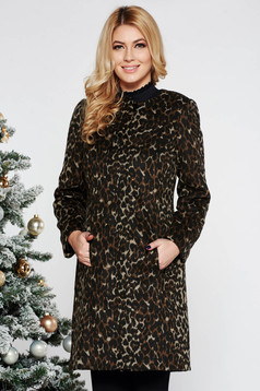 Brown casual coat with straight cut from thick fluffy fabric with inside lining with pockets