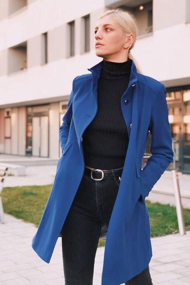 Blue basic coat arched cut with inside lining with pockets from thick fabric