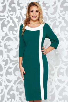 Green dress elegant pencil from elastic fabric accessorized with breastpin midi