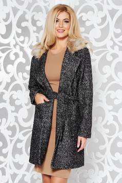 Black coat casual cloth with inside lining with pockets accessorized with tied waistband fur collar
