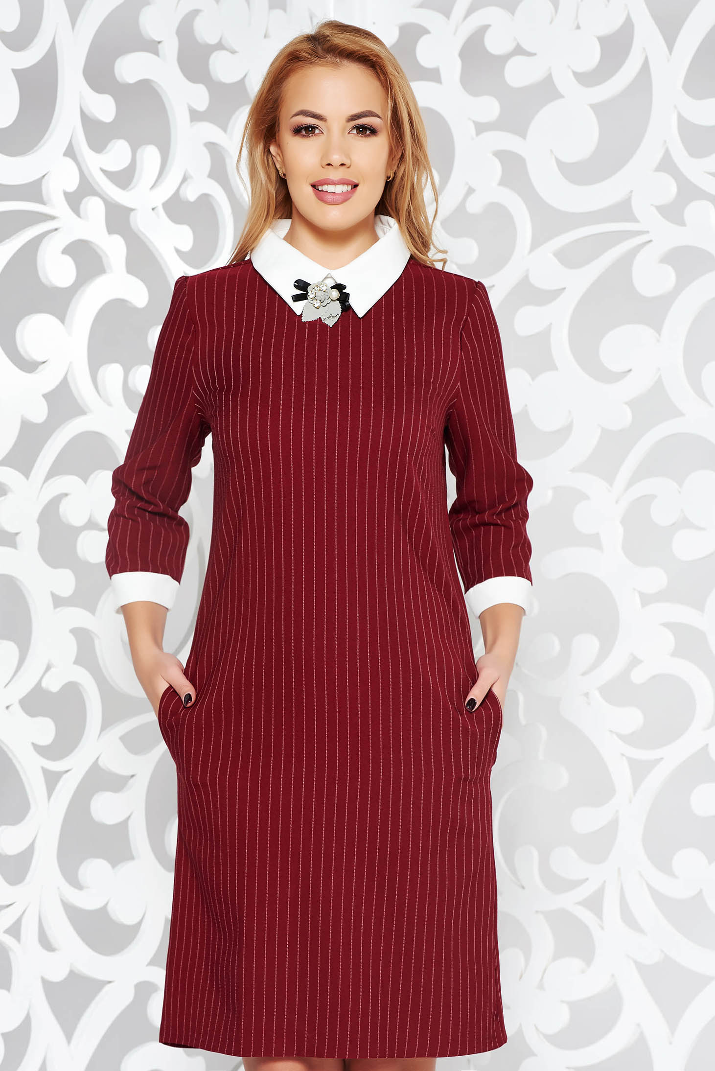 Burgundy office dress with straight cut slightly elastic cotton accessorized with breastpin