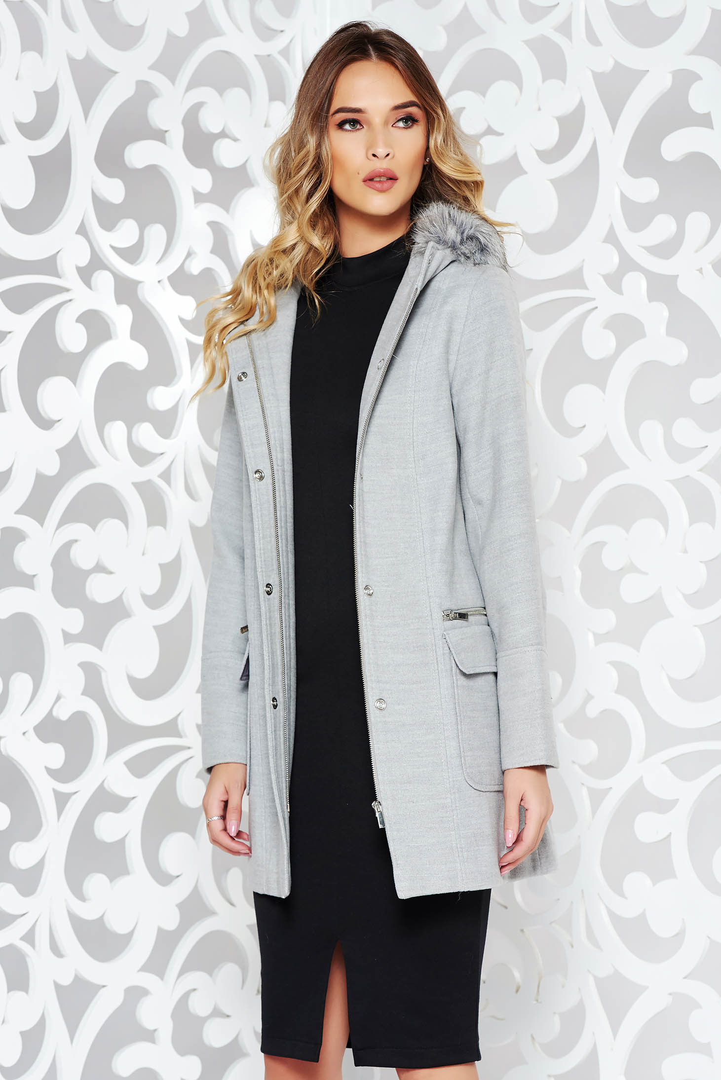 Palton gri casual din material gros cu un croi drept cu gluga nedetasabila