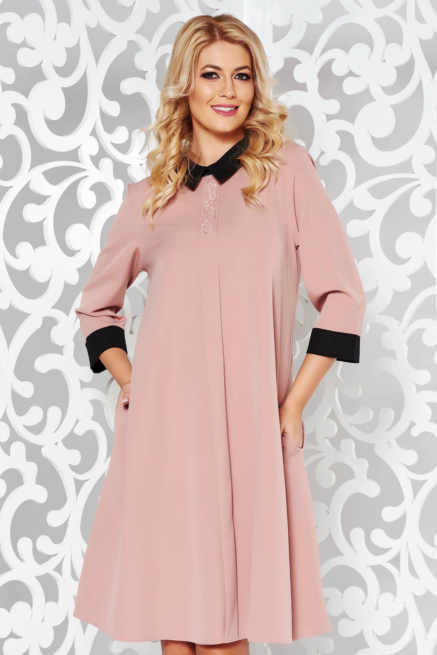 Rochie rosa eleganta cu croi larg din material usor elastic cu aplicatii stralucitoare si cu buzunare