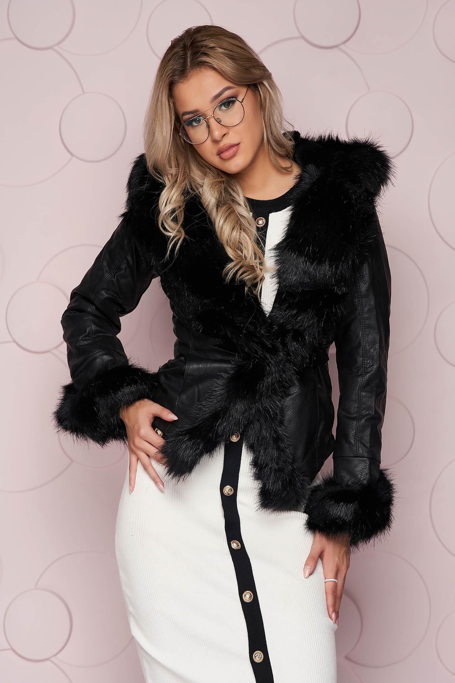 Fekete rövid zsebes karcsusított szabású dzseki műbőrből bundabélessel ellátva