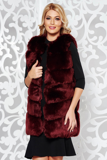 Elegant gilet with easy cut from ecological fur with inside lining burgundy
