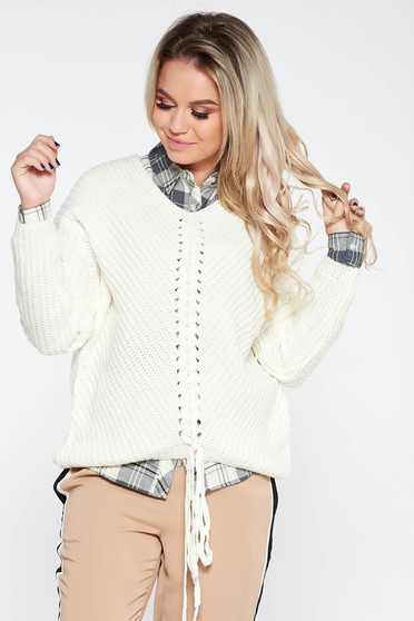 White casual sweater with easy cut with v-neckline knitted fabric