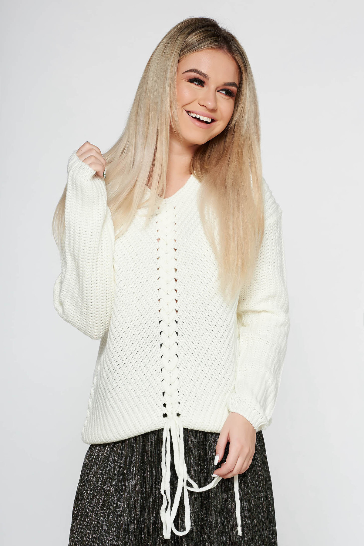 Pulover SunShine alb casual cu croi larg din material tricotat accesorizat cu snur