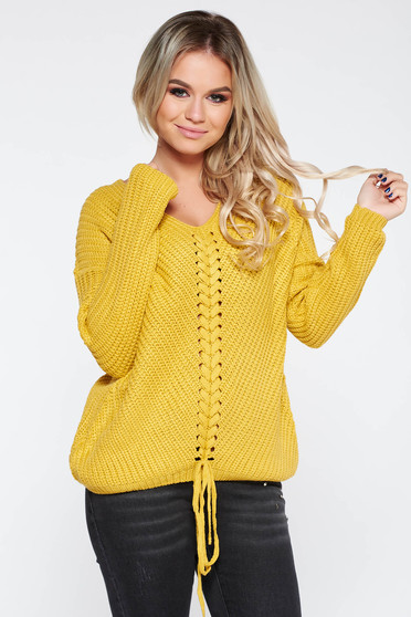 Mustard casual sweater with easy cut with v-neckline knitted fabric