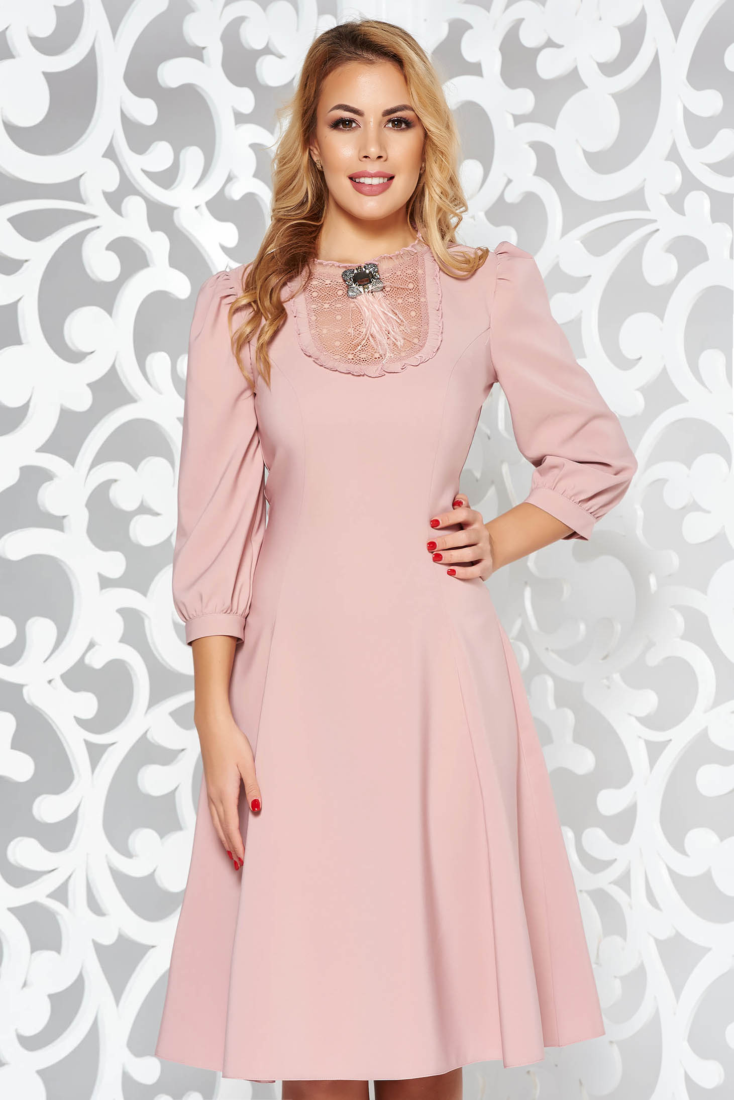 2c4fefb083 Rózsaszínű LaDonna elegáns harang ruha enyhén rugalmas szövet csipke  díszítéssel bross kiegészítővel