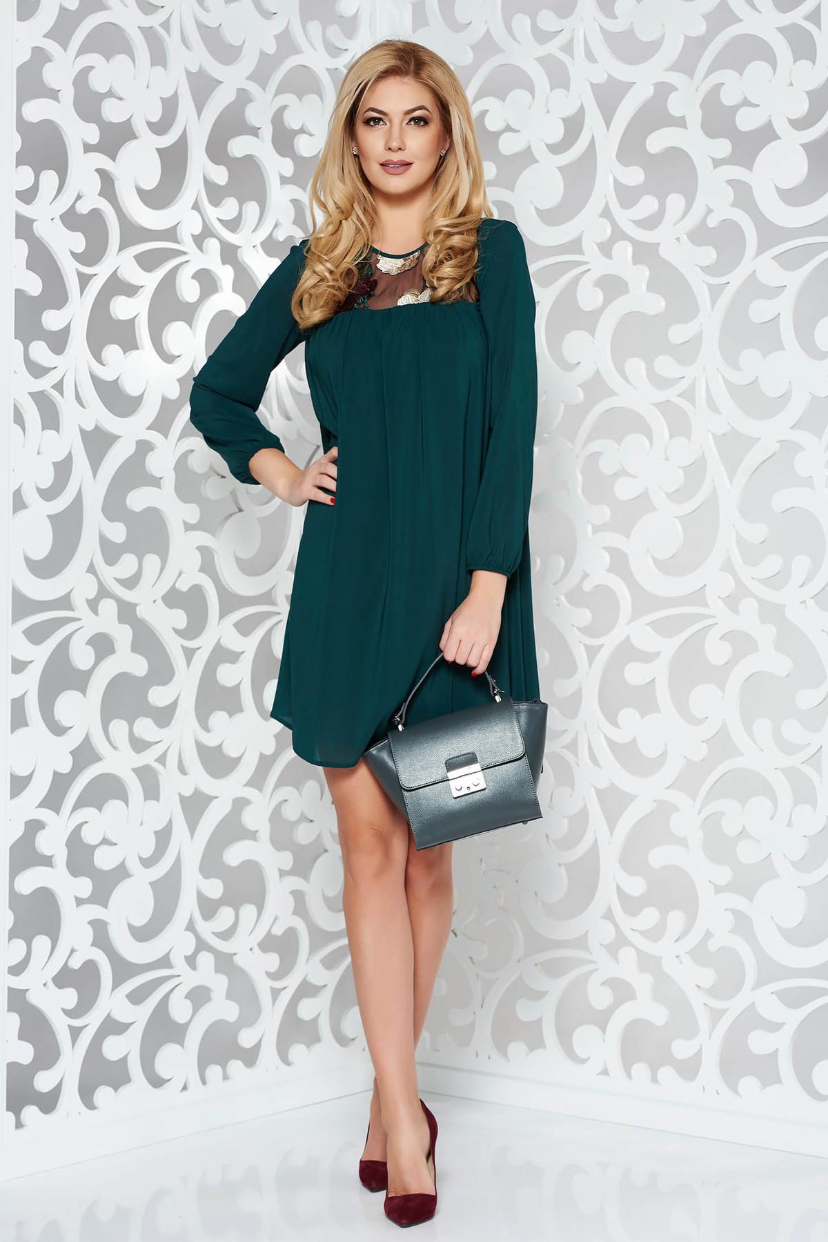 Rochie StarShinerS verde de ocazie cu croi larg din voal captusita pe interior cu insertii de broderie