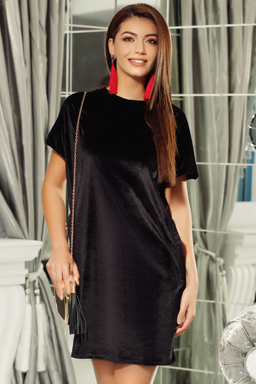 Fofy black flared velvet dress with cut back