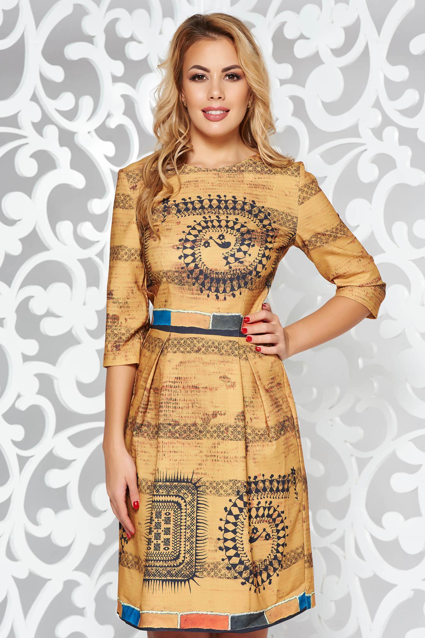 Rochie mustarie de zi in clos cu maneci trei-sferturi din material usor elastic