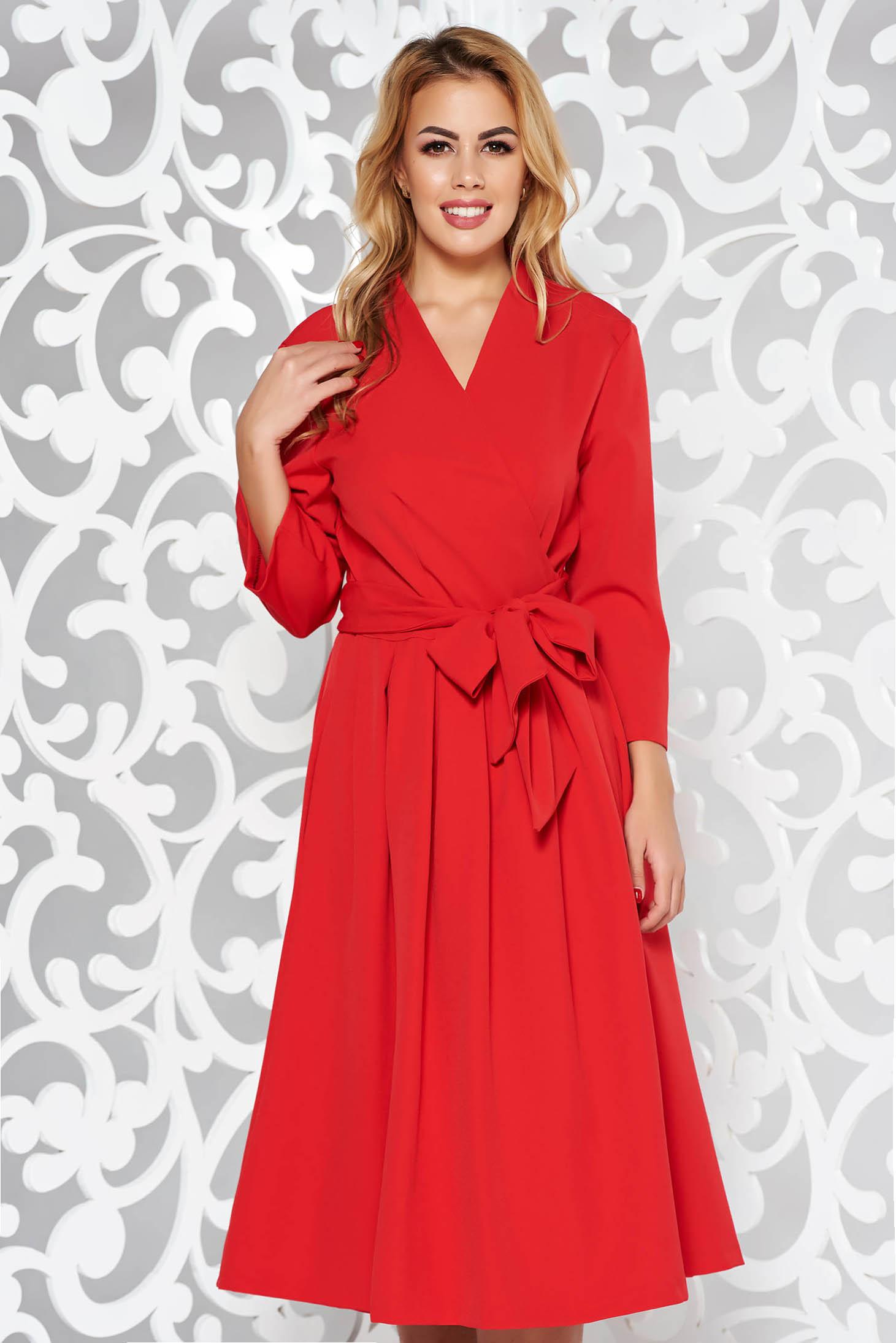 Rochie rosie eleganta in clos din bumbac neelastic cu decolteu in v