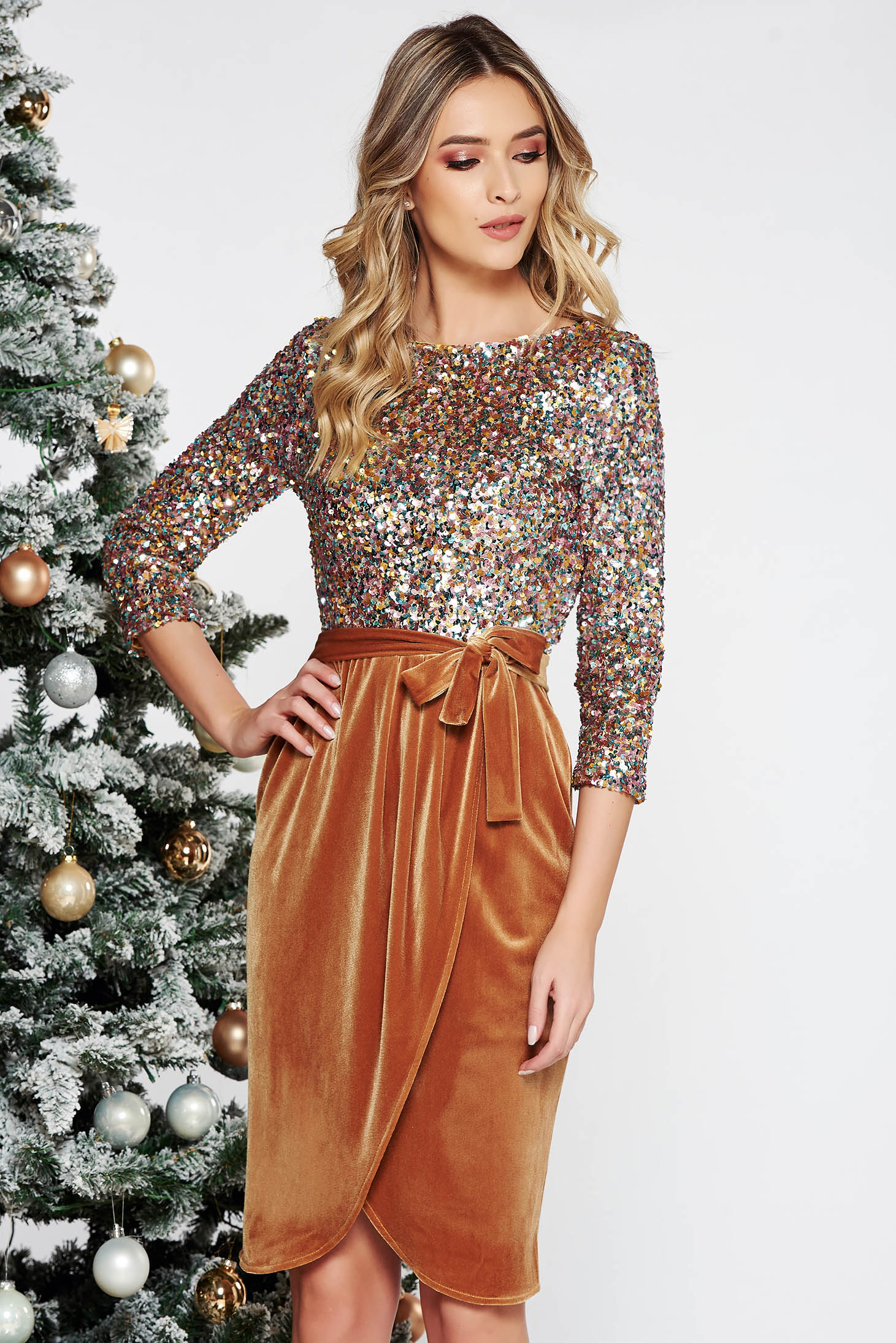 StarShinerS mustard occasional dress with tented cut from velvet with inside lining with sequins
