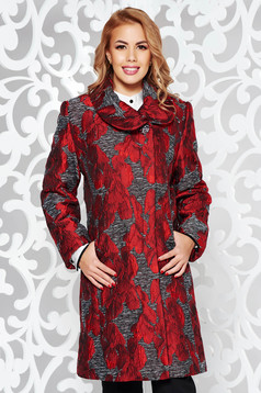 Burgundy elegant trenchcoat arched cut from thick fabric with inside lining with pockets