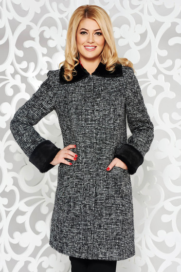 Black trenchcoat casual arched cut with inside lining with pockets fur collar