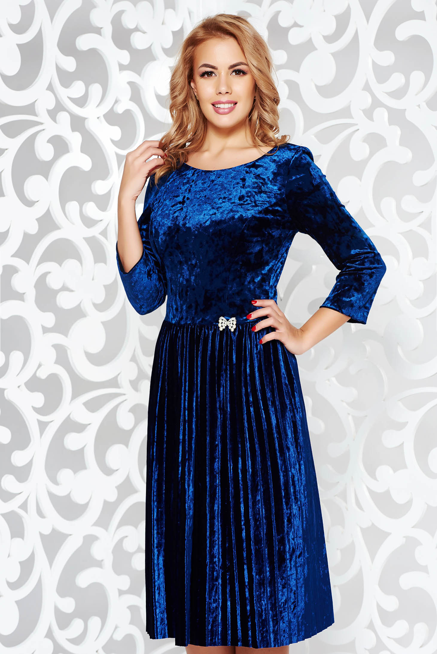 Blue dress occasional cloche velvet accessorized with breastpin with embellished accessories folded up
