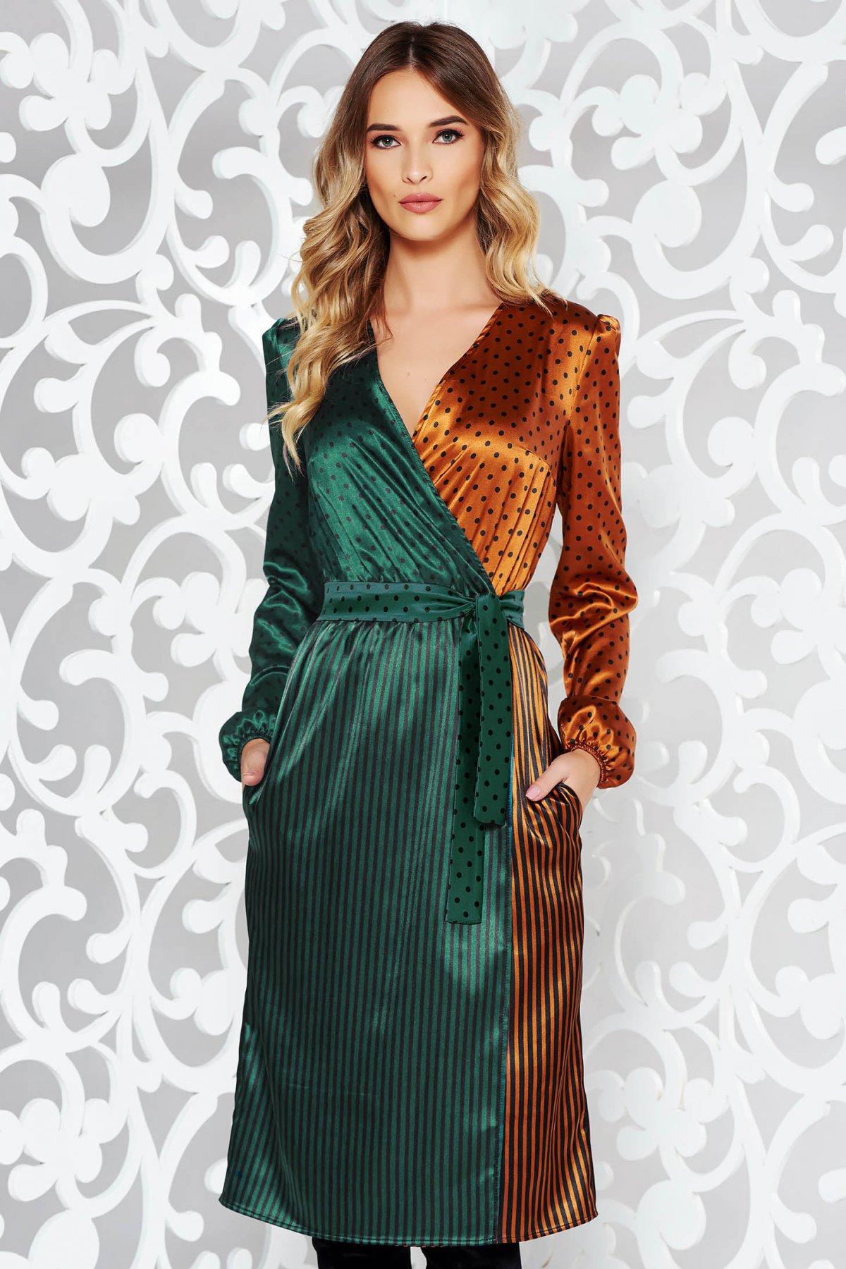 Rochie StarShinerS verde-inchis eleganta midi petrecuta din material satinat accesorizata cu cordon