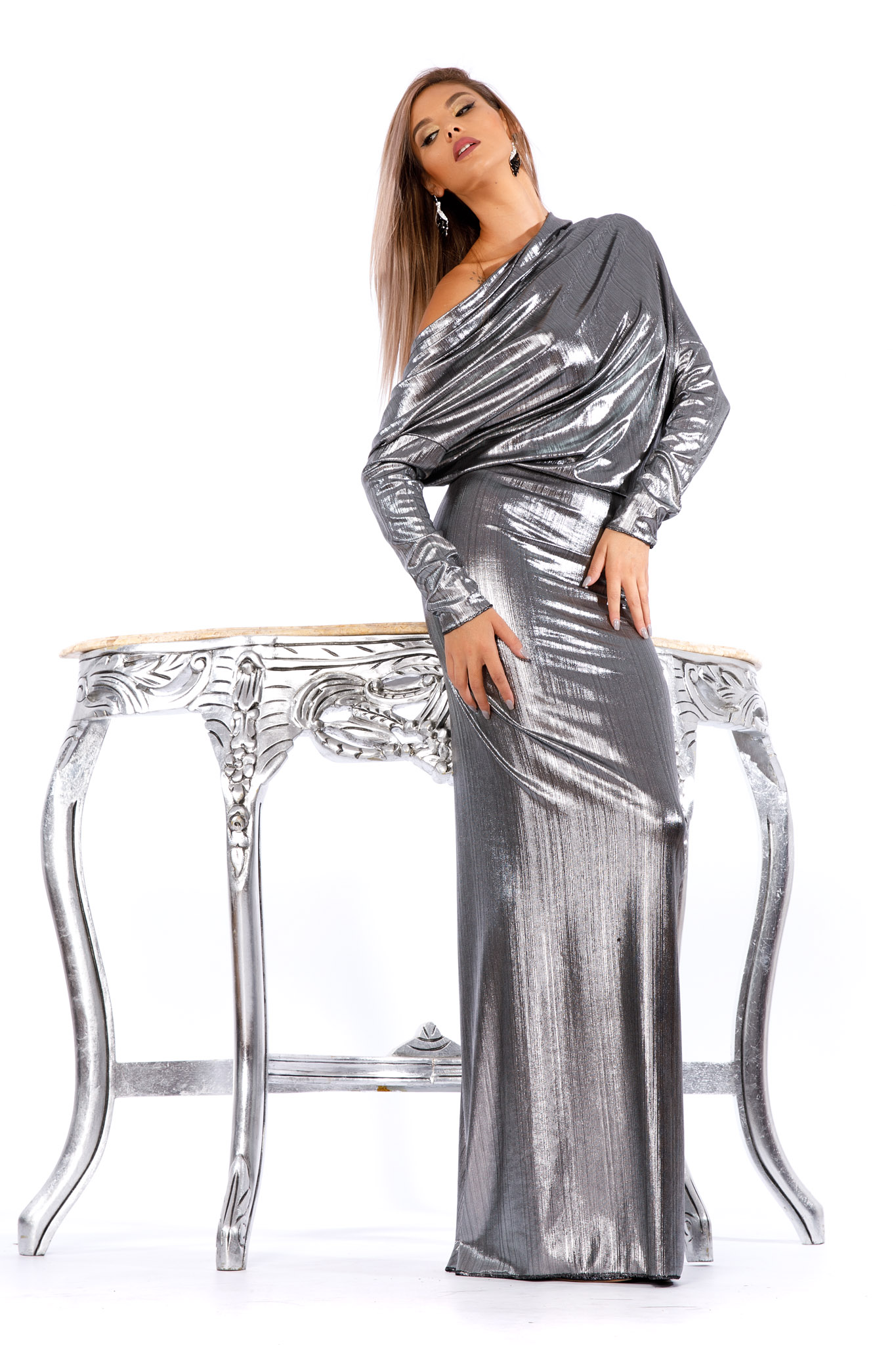 Rochie argintie de ocazie lunga tip sirena din material lucios cu spatele gol