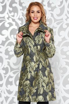 Green trenchcoat elegant arched cut from thick fabric with inside lining with pockets