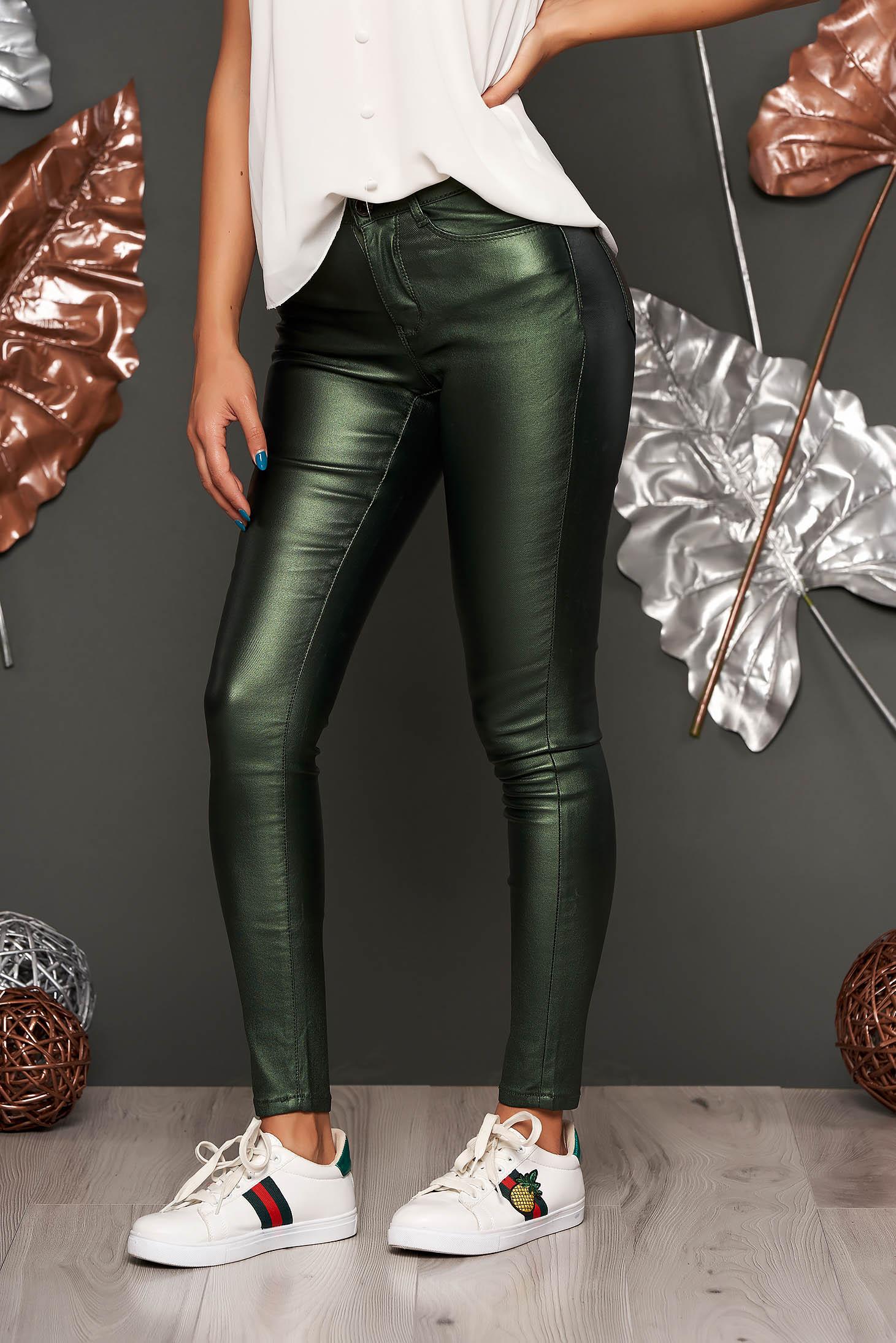 Zöld casual szűk szabású nadrág fényes anyagból