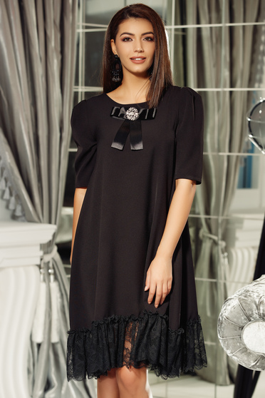 Fofy black elegant flared dress slightly elastic fabric with lace details