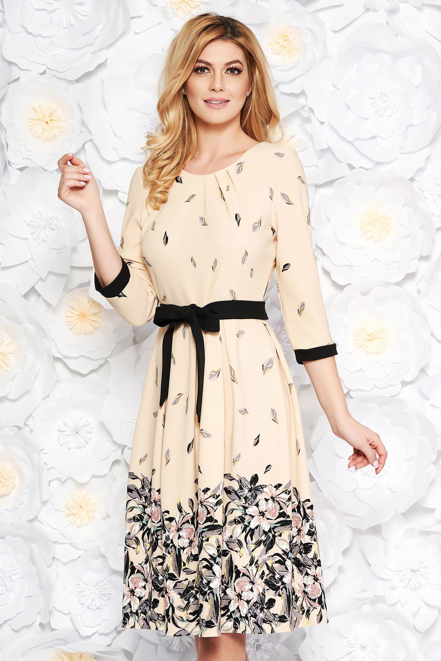 Krém elegáns harang ruha finom tapintású anyag övvel ellátva virágmintás