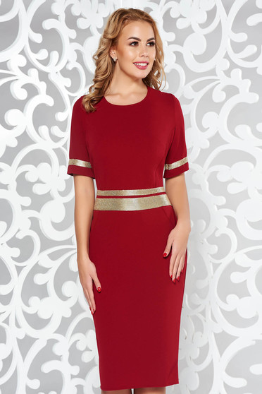 Burgundy dress elegant with tented cut slightly elastic fabric with bright details