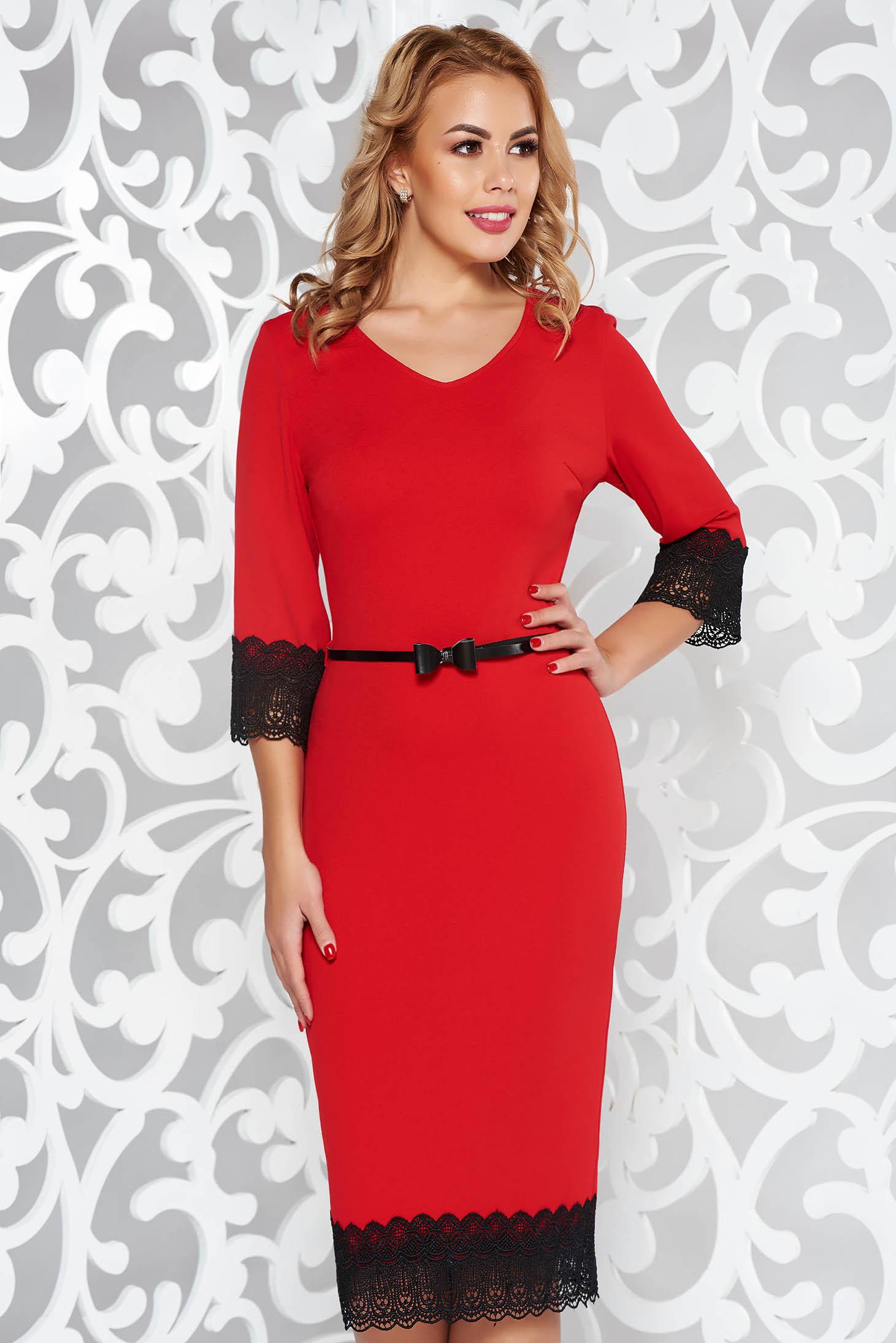 Rochie rosie eleganta tip creion din material elastic cu aplicatii de dantela si accesoriu tip curea