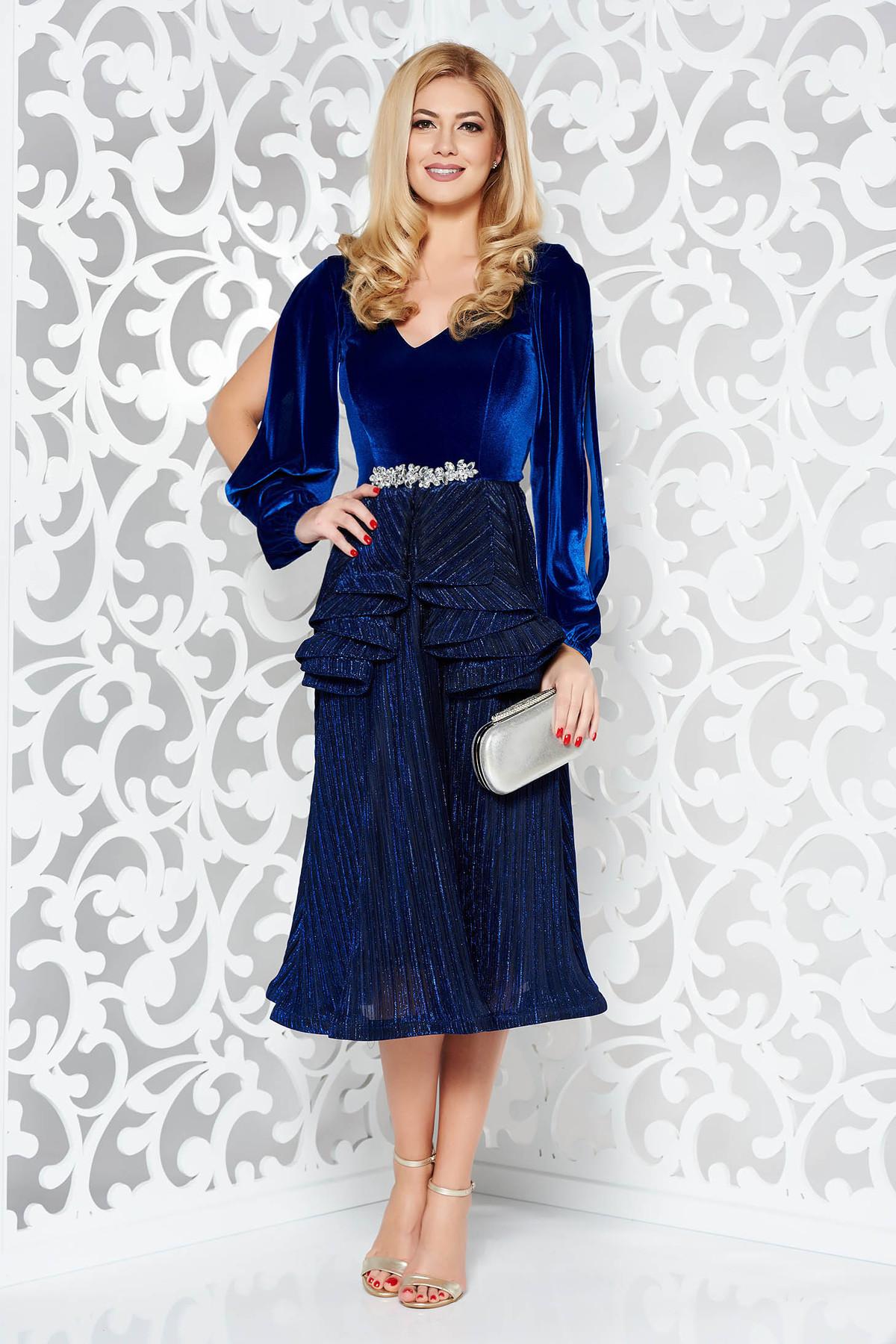 Rochie StarShinerS albastra de ocazie din catifea tesatura metalica cu luciu captusita pe interior cu maneci decupate