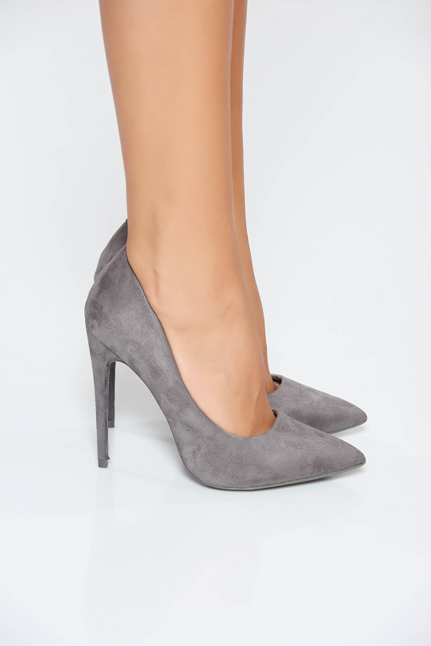 Pantofi gri elegant din material catifelat cu toc inalt cu varful usor ascutit